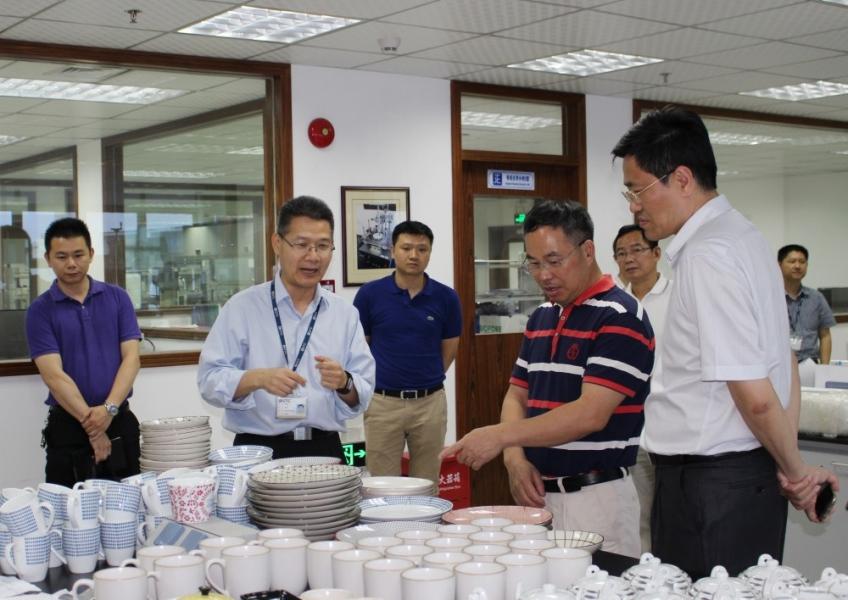 东莞市质监局局长胡炽海一行到东莞标检调研